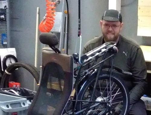 Pyörätekniikko Riku, bike mechanic