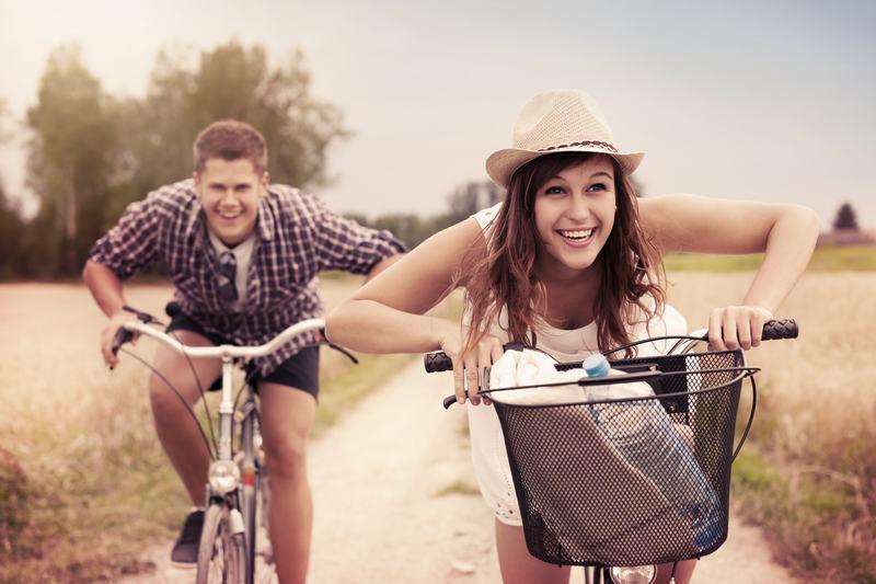 Ajaa pyörää on hauska! Riding a bike is fun!